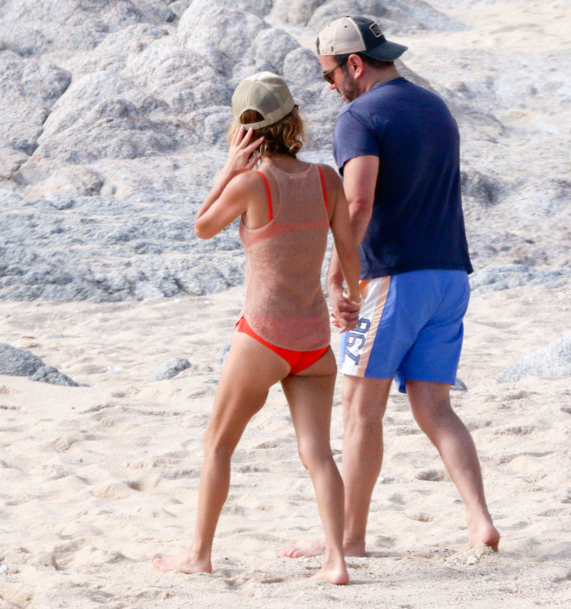 giada-de-laurentiis-bikini-boyfriend-shirtless-mexico-07