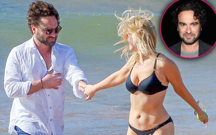 johnny galecki dating arielle nicole beach photos