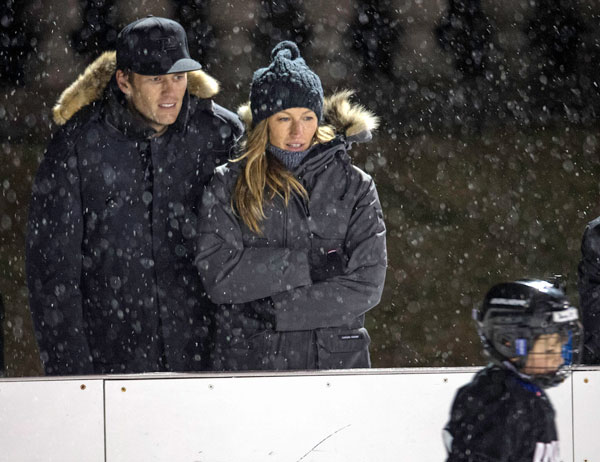 tom-brady-gisele-bundchen-marriage-trouble-kiss-pda-hockey-game-05