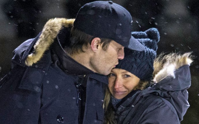 Tom Brady Gisele Bundchen Marriage Kiss PDA Hockey Game