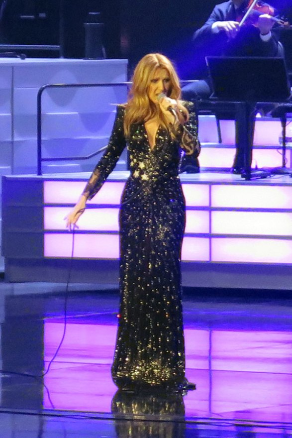 celine-dion-husband-dead-performs-residency-las-vegas-07