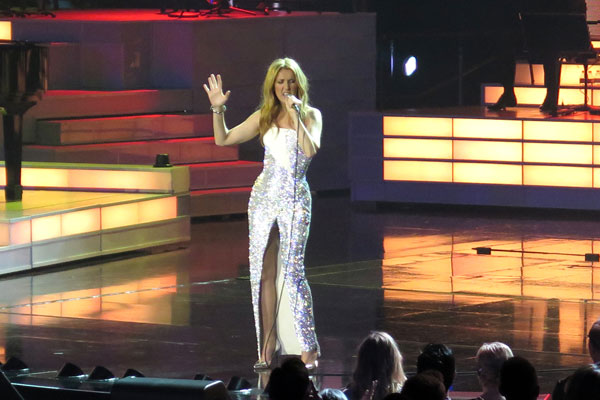 celine-dion-husband-dead-performs-residency-las-vegas-08