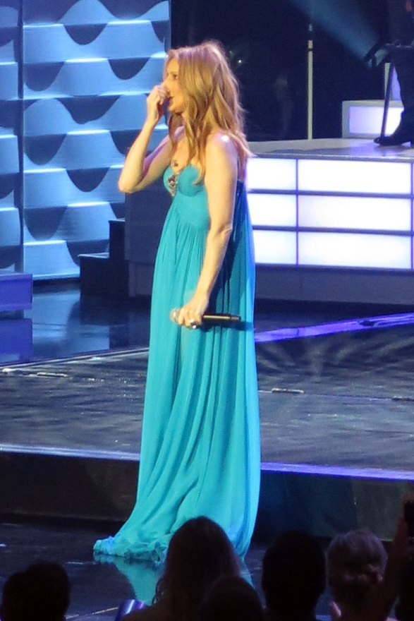 celine-dion-husband-dead-performs-residency-las-vegas-09