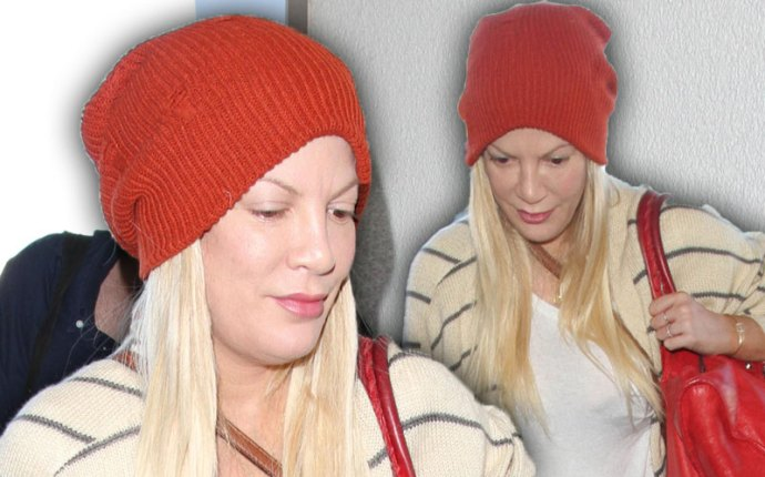 tori spelling no makeup lax nyc pics