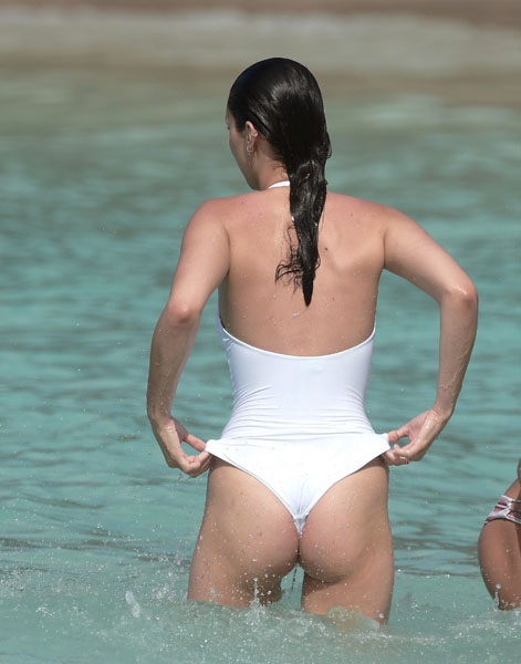 Bella Hadid shows off her incredibly sexy body in St Barts