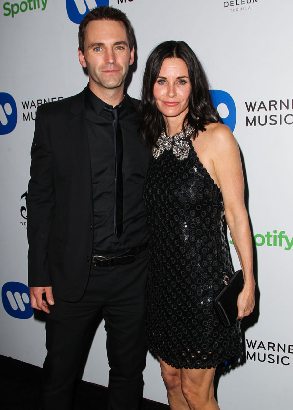 courteney-cox-johnny-mcdaid-engagement-back-together-kissing-pics-5