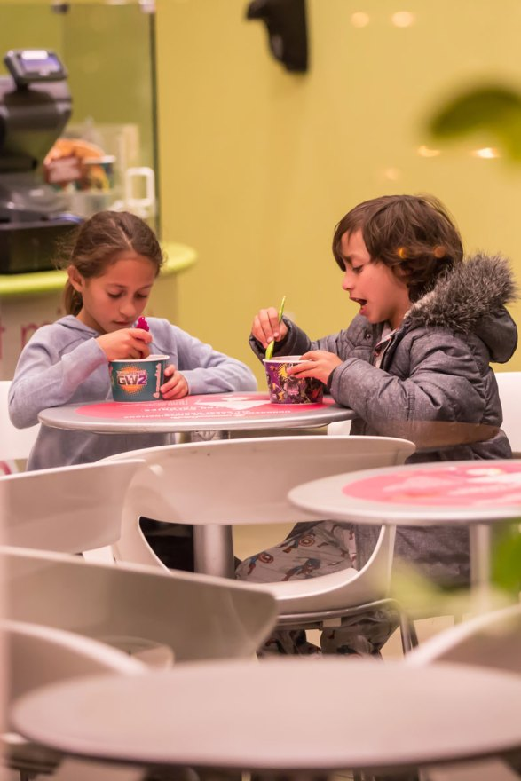 jennifer-lopez-boyfriend-casper-smart-takes-children-frozen-yogurt-03
