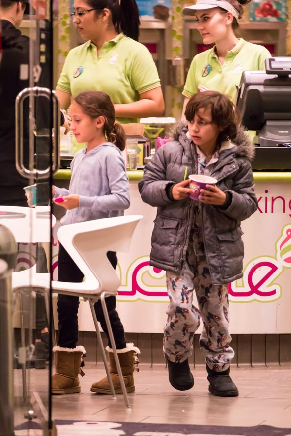 jennifer-lopez-boyfriend-casper-smart-takes-children-frozen-yogurt-06