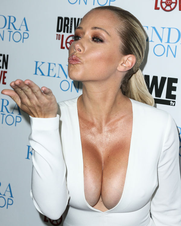 kendra-wilkinson-boobs-cleavage-white-jumpsuit-kendra-on-top-pics-06
