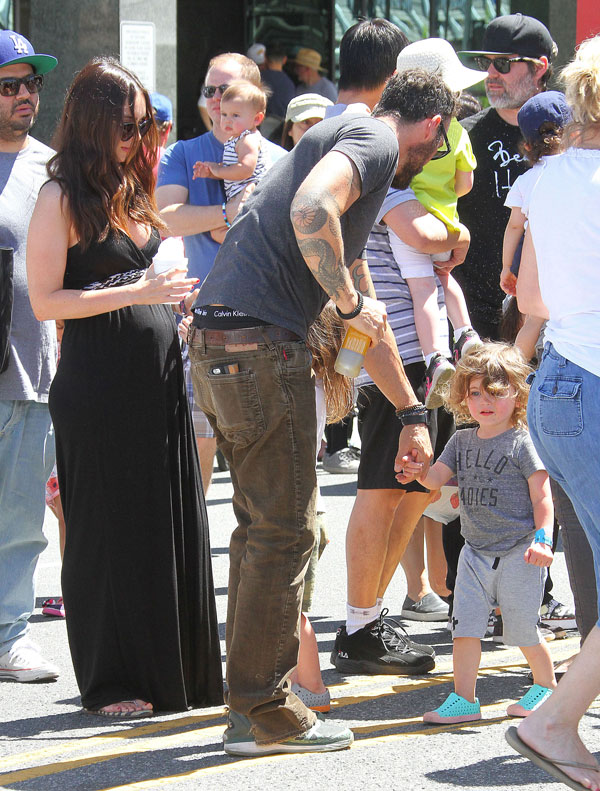 megan-fox-pregnant-brian-austin-green-divorce-farmers-market-pics-02