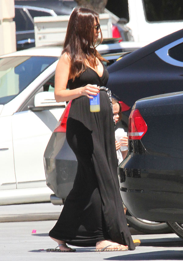 megan-fox-pregnant-brian-austin-green-divorce-farmers-market-pics-06