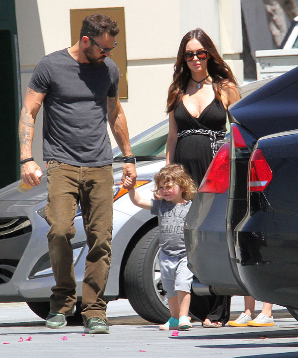 megan-fox-pregnant-brian-austin-green-divorce-farmers-market-pics-07