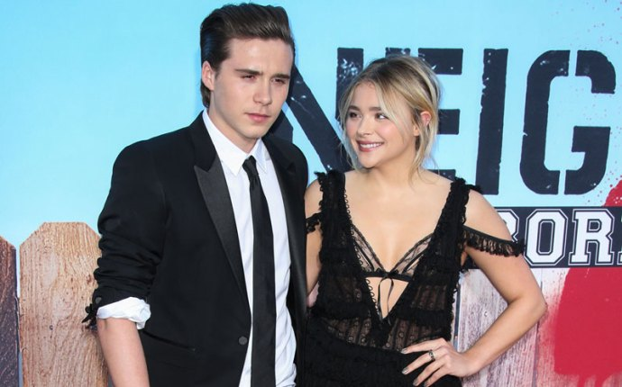 chloe moretz brooklyn beckham dating red carpet pics