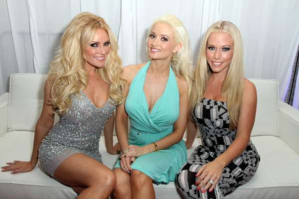 holly-madison-kendra-wilkinson-feud-playboy-mansion-06