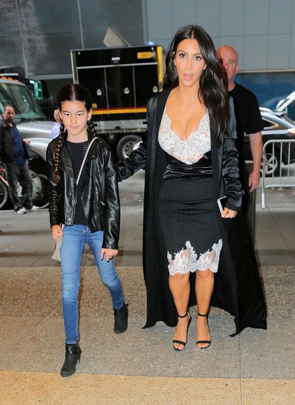 kim-kardashian-boobs-topless-kanye-west-jelous-pics-02