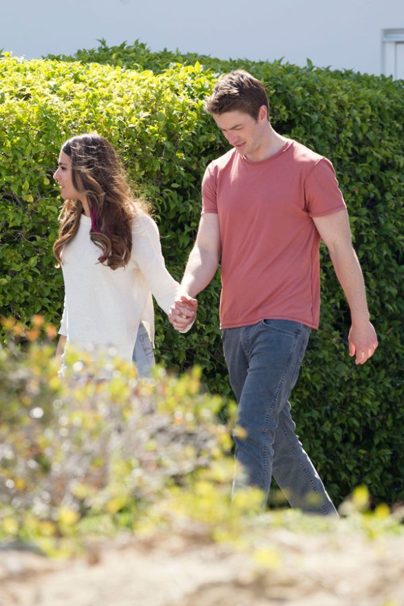 lea-michele-robert-buckley-dimension-404-holding-hands-pics-03