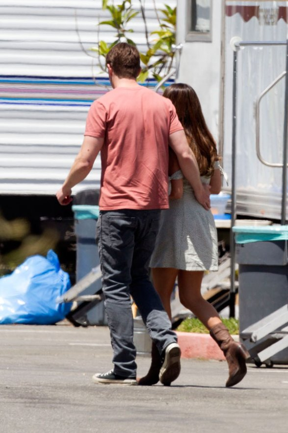 lea-michele-robert-buckley-dimension-404-holding-hands-pics-04