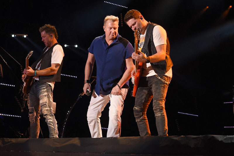 nascar-mike-wallace-attacked-rascal-flatts-concert08