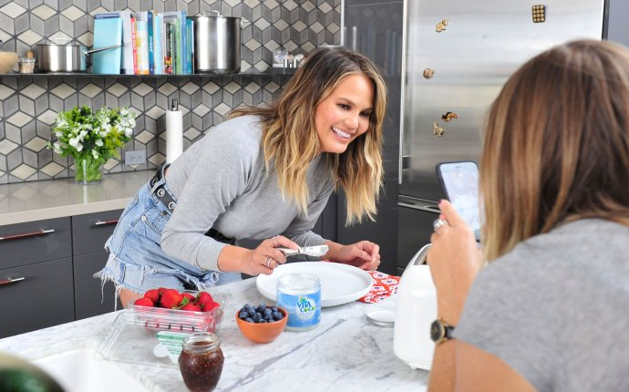 Chrissy Teigen Demonstrates her Favorite Vita Coco Coconut Oil Culinary and Beauty Uses