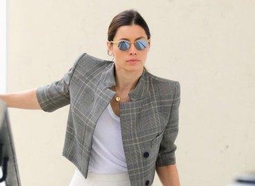 Jessica biel actress fumbles with parking card au fudge 01