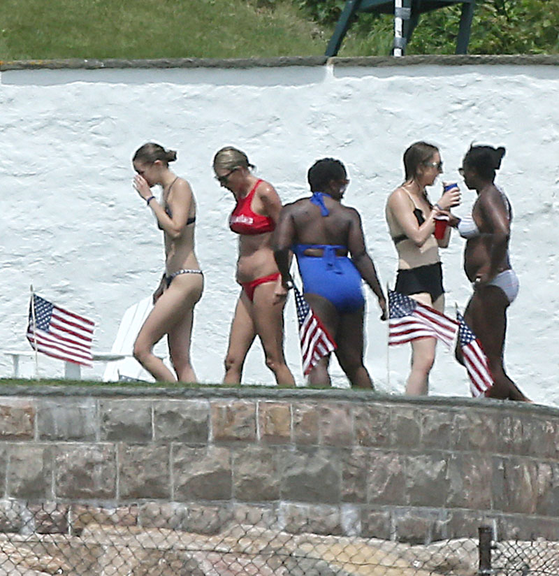 selena-gomez-skips-taylor-swift-july-4-party-11