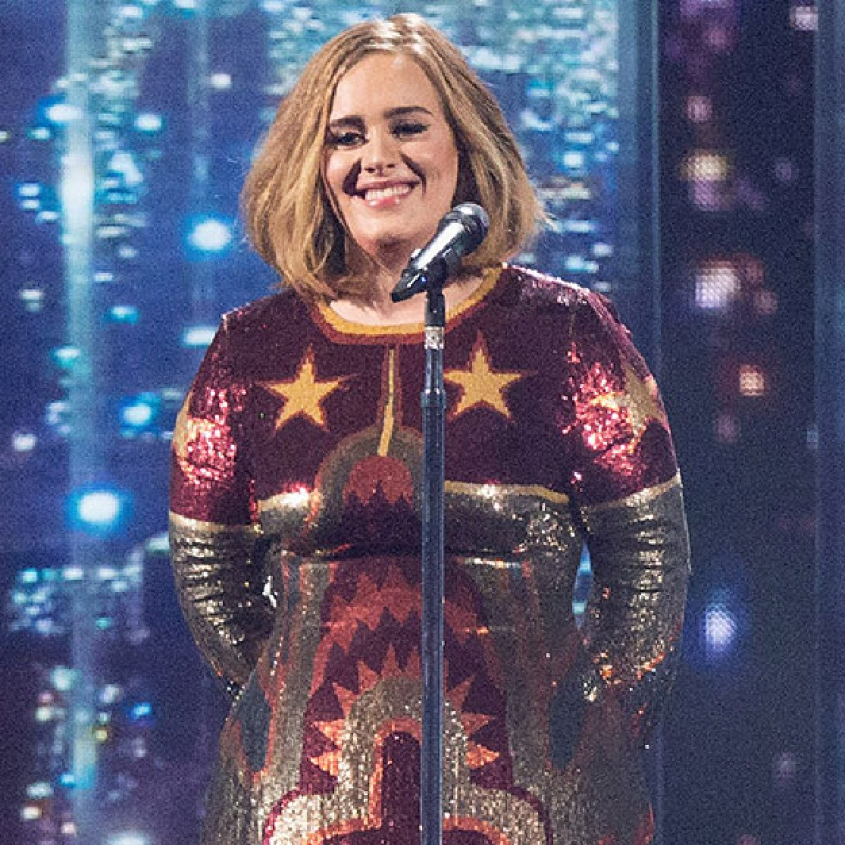 See Adele S Makeup Free Shopping Look After Accepting A Fan S Special Request Star Magazine