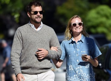 Diane kruger joshua jackson back together hug airport