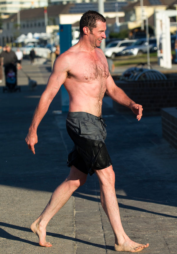 hugh-jackman-shirtless-workout-cancer-beach-pics-4