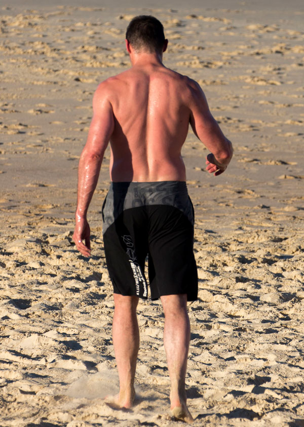 hugh-jackman-shirtless-workout-cancer-beach-pics-5