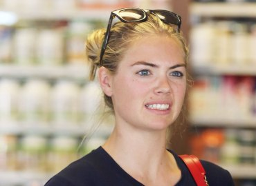 Kate upton awkward smoothie shop