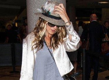Sarah jessica parker picks trash airport
