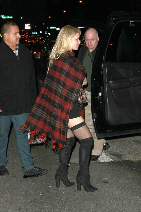 jessica-simpson-bare-leg-thigh-high-photos-02