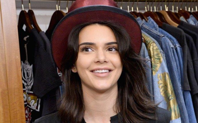 Kendall jenner filming kuwtk after kim kardashian robbery 06