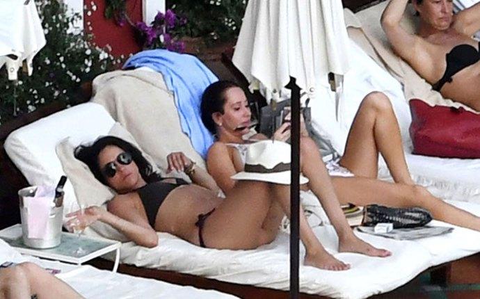 Meghan markle bikini body vacation italy