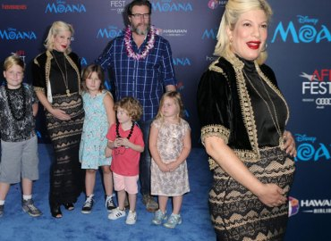 Tori Spelling Pregnant Fifth Child Dean McDermott Annoyed Red Carpet Video