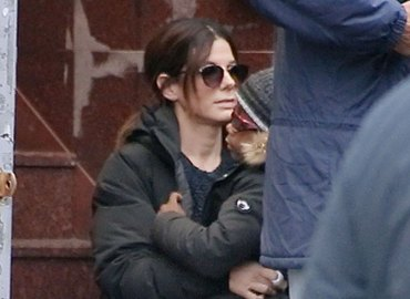 Sandra bullock on set oceans 8 son louis