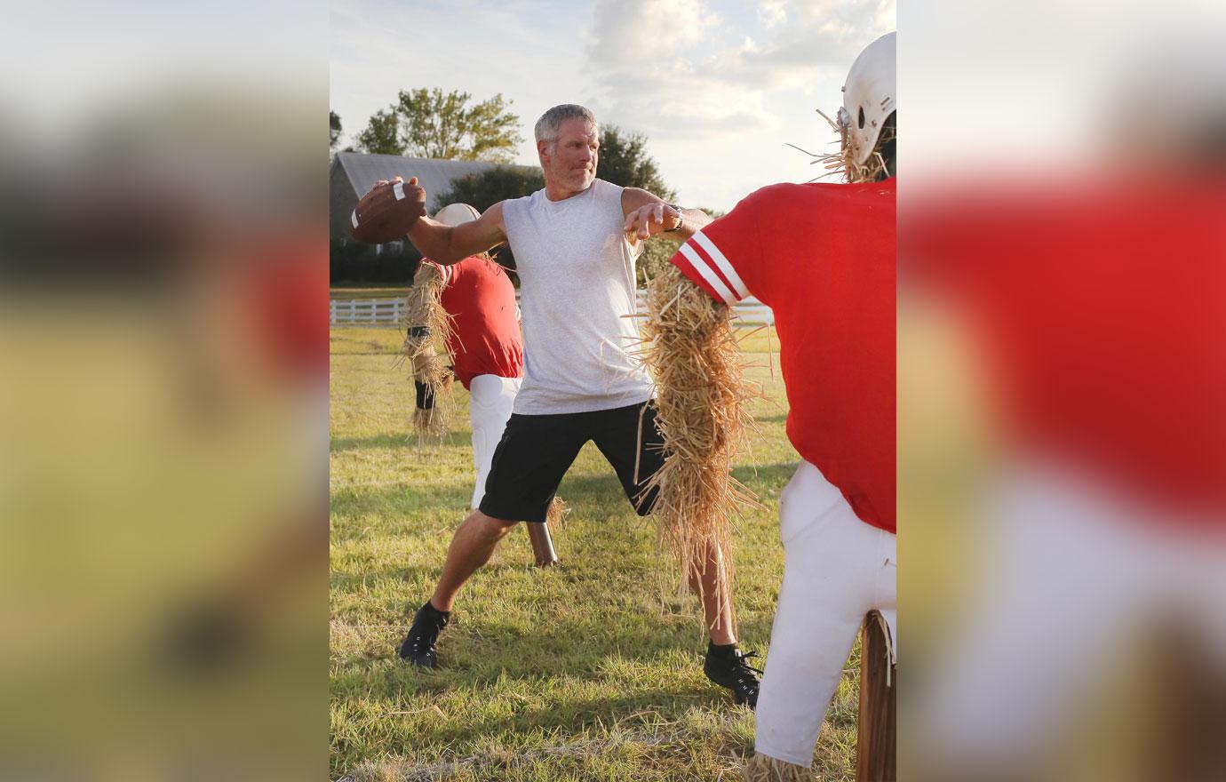 Brett Favre Filming Buffalo Wild Wings `What the Favre?!`TVCommercial