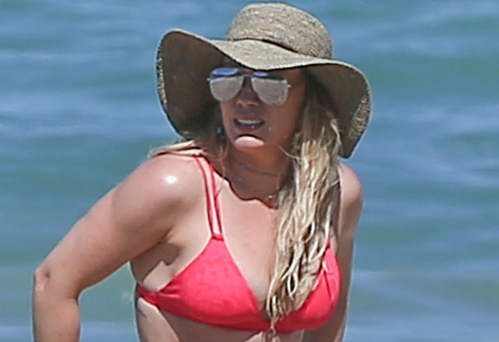 Hilary-Duff-Bikini-Beach-Mexico-PP