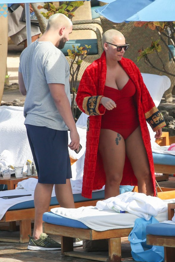 amber-rose-red-swimsuit-plastic-surgery-rumors-pics-7