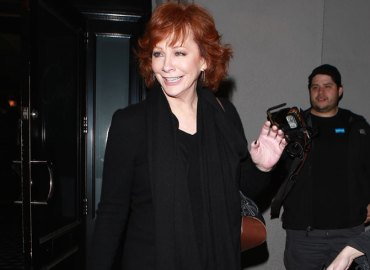 Kelly clarkson support system reba mcentire divorce Narvel Blackstock