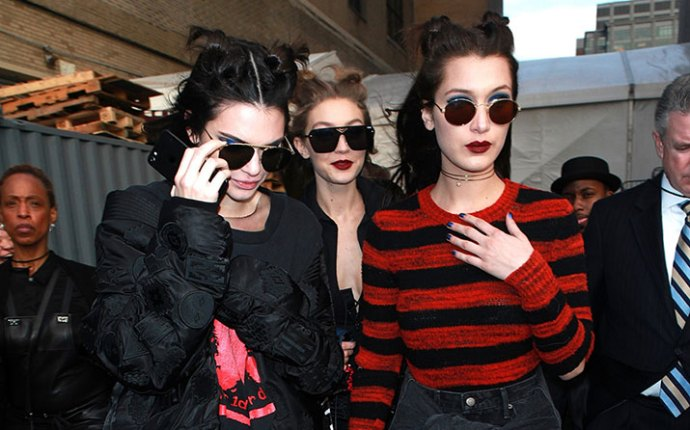 Kendall jenner bella hadid gigi hadid fashion week models hang out