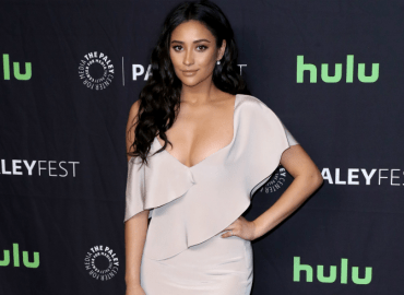 Pretty little liars shay mitchell red carpet