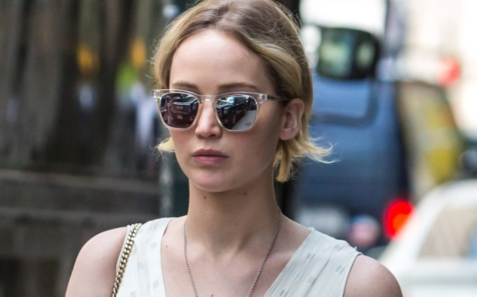 Jennifer Lawrence brings her pup, Pippi, along for day in the city