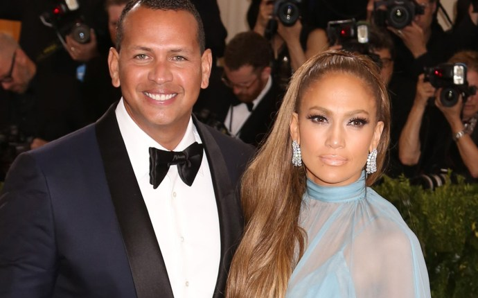 Alex Rodriguez and Jennifer Lopez pose together at the 2017 Met Gala