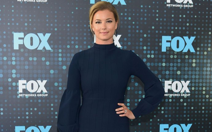 Emily vancamp closure grandparents death tyler henry hollywood medium