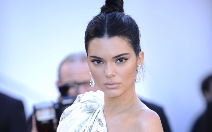 Kendall jenner gets third nose job