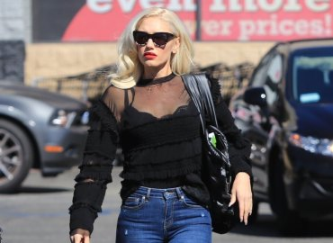 Gwen stefani bares black bra church three sons