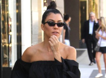 Kourtney kardashian tells reporter im pregnant feature