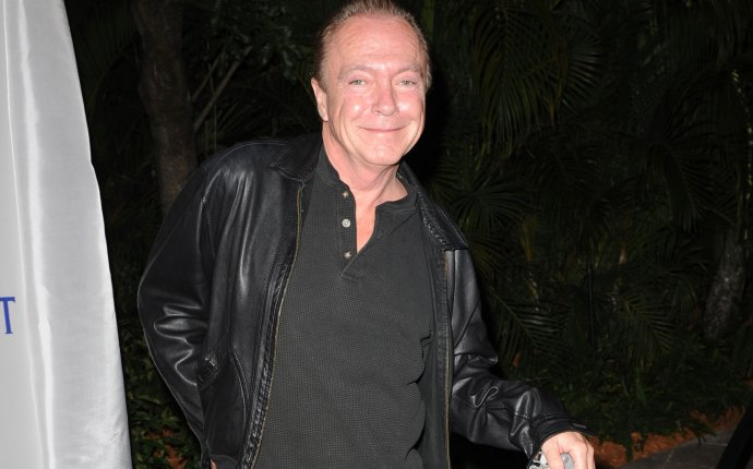 Celebrities Mourn David Cassidy Death feature