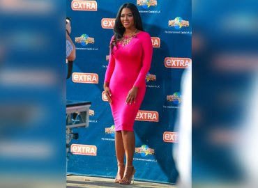 Kenya Moore makes an appearance on 'Extra' **USA ONLY**